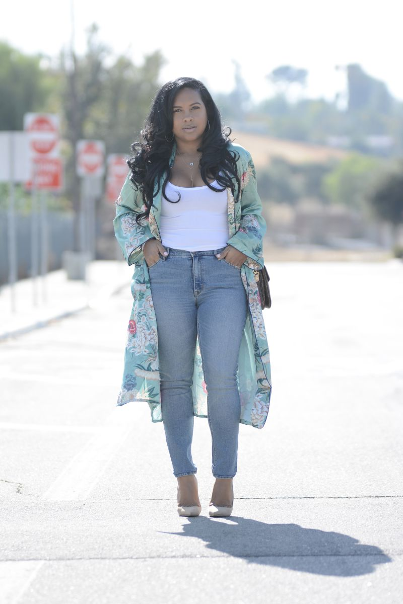 black fashion blogger simple style