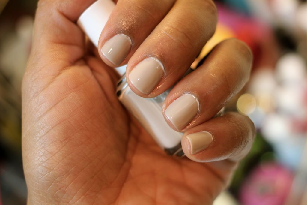 Perfect color combo for a spring manicure - Essie: Sand Tropez and Haute as Hello
